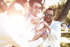 _IGP6987 (Alex Strekal) Tags: life park wedding friends love smile yellow lens happy lights friendship pentax walk moscow report may happiness sunny guys lovers flare lightning kolomenskoye москва свет солнце любовь парк друзья май прогулка дружба свадьба счастье коломенское k20d щастие