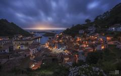 Puesta de sol en Cudillero (JoseQ.) Tags: cudillero puestadesol asturias led atardecer luces pueblo nocturna colores cielo nubes