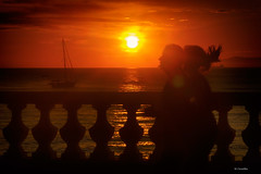 En movimiento (Carpetovetón) Tags: amanecer agua costa cantábrico cielo colores paisaje people personas sunrise sol sun barcas velero mar marcantábrico movimiento sonya6000 canonfd50mm