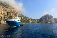 Guardando Capri (Antonio Ciriello PhotoEos) Tags: capri isola island capriisland campania napoli italia italy seascapes mare sea canon 5dmarkiv 5d eos5dmarkiv canon5dmarkiv canon5d canoneos5dmarkiv 2470 canon2470 2470f4 yacht