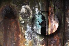 das Universum in einem Wassertropfen ... the universe in a drop of water ... 宇宙在一滴水中  Yǔzhòu zài yīdī shuǐzhōng (smithjuha440) Tags: hafen mauer metall wasser künstler jonglage licht spass photoshop nik filter