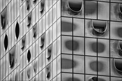 Harmonium (aurel_grand) Tags: nb bw black white noir blanc noirblanc blackwhite geometry géométrie géométrique architecture moderne abstrait abstraction immeuble building extérieur outside forme abstract shape hambourg philharmonie elbphilharmonie elphi allemagne germany deutschland