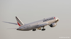 Boeing 787-9 Air France (Moments de Capture) Tags: boeing 7879 b787 787 airfrance aircraft plane avion aeroport airport spotting lfpg cdg roissy charlesdegaulle onclejohn canon 5d mark3 5d3 mk3 momentsdecapture fhrbf