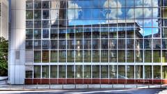Reflexion  von alter in neuer Architektur (petra.foto busy busy busy) Tags: spiegelung reflexion architektur gebäude frankfurt cityscape city fotopetra canon fenster glas glasscheiben eos rp
