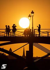 Pont des Arts (A.G. Photographe) Tags: ag agphotographe paris parisien parisian france french français europe capitale d850 nikon sigma 150600 pontdesarts sunset goldenhour