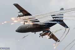 LMD2019_028 (MichelKoster) Tags: luchtmachtdagen opendays vliegbasisvolkel volkel airbasevolkel lockheed c130 hercules g781 flares