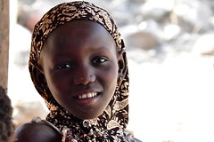Senegal- Iwol- village Bedik (venturidonatella) Tags: senegal africa iwol persone people gentes gente ritratto portrait nikon nikond500 d500 controluce sorriso smile sguardo look emozioni ragazza girl villaggio village backlight denti teeth bedik kedougou