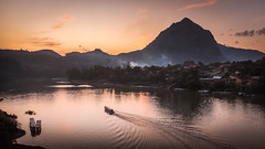 Petit Bâteau Partant pour l'Aventure ! (Alain@BlueSunset) Tags: boat bâteau laos sunset orange coucherdesoleil montagne mountain hill colline rivière fleuve river stream water eau village