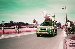 Tour de France (stéphanehébert) Tags: yashica t5 lomography tour france caravane publicitaire sarry marne