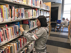 Evergreen Branch Library (San José Public Library) Tags: browsing nonfiction