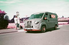 Tour de France (stéphanehébert) Tags: yashica t5 citroen tube la caravane publicitaire sarry marne