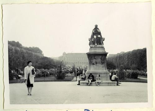 AlbumG163 Jean Baptiste Lamarck Statue, Jardin des Plantes, Paris, 1956