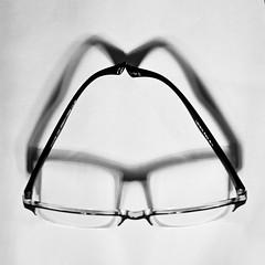 DSN_0024_00001conv2 (Josée Ferland) Tags: noir blanc lunettes ombre