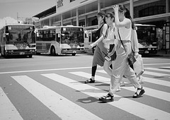 Watch out for the buses (Bill Morgan) Tags: fujifilm fuji xpro2 35mm f14 bw alienskin exposurex45 jpeg acros