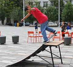 nose pic (VIVA_Vancouver) Tags: vivavancouver cityofvancouver vancouverskateboardcoalition šxʷƛ̓ənəqxwtle7énḵsquare vancouverartgallery robsonsquare vancouverbc downtownvancouver undertoeskateboardacademy skateboard skate
