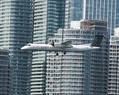 Porter Airlines / De Havilland Canada Dash 8-400 / C-GKQB (vic_206) Tags: toronto buildings airplane avión cgkqb dehavillandcanadadash8400 porterairlines explore