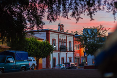 antigua biblioteca (Carlos Natura) Tags: sunset pueblo guerrero américadelnorte méxico canon