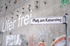 Platz am Kaisersteg (jo.schz) Tags: sign street ufer platz concrete frei kaisersteg berlin germany schönweide