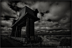 Sluice Gate... (SHADOWY HEAVEN) Tags: 1706057ha0090 北海道 hokkaido 日本 ファインダー越しの私の世界 写真好きな人と繋がりたい 写真撮ってる人と繋がりたい 写真の奏でる私の世界 写真で伝えたい私の世界 coregraphy japan tokyocameraclub igers igersjp phosjapan picsjp 空 雲 モノクロ モノクローム モノクロ写真 白黒写真 bnwlife bnwdemand igersbnw noirshots monochrome mono monotone blackandwhite bw bnw blackwhite noiretblanc japaninbw blackwhitephotos bwartaward dark outdoor landscape paysage cloud clouds sky weeds grass gate 水門 watergate floodgate tidegate