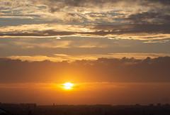 Atardecer en Valencia 51 (dorieo21) Tags: sun sunset exquisitesunsets nube nubes nuage nuages nuvola nuvole cloud clouds atardecer ocaso crepúsculo crépuscule sky cielo ciel sol soleil nikon d7200 nwn groupenuagesetciel