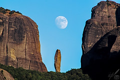 Moon Rising Above Meteora, Greece (ioannis_papachristos) Tags: moon waxinggibbous rising moonrising lunar astro astrophotography meteora greece kalampaka kastraki 2019 august astronomy sky lalune lune satellite celestialbody celestial canon eosm50 mirrorless daytime daylight day summer heat steep cliff rockformation rocks unesco worldheritage nature rural village travel street road summertime stacking papachristos
