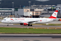 Austrian Airlines | Airbus A321-200 | OE-LBC | London Heathrow (Dennis HKG) Tags: austrian austrianairlines aua os aircraft airplane airport plane planespotting staralliance canon 7d 100400 london heathrow egll lhr airbus a321 airbusa321 oelbc