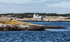 Homlungen lighthouse (Thor Edvardsen) Tags: homlungen hvaler nationalpark norway norge nature sea summer seascape seaside seaview lighthouse fyrtårn skjær danger canon canon5dsr ef70200mmf28lisiiusm