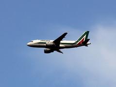 Alitalia - Airbus A319 (Chris Shutt) Tags: airbus a319 eiimr alitalia