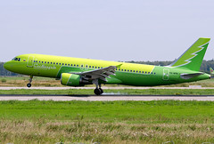 VQ-BPN S7 - Siberia Airlines Airbus A320-214 (Osdu) Tags: s7 s7airlines siberiaairlines spotting planespotting avia aviation domodedovo airport dme uudd аэропорт домодедово aircraft airplane avion aeroplano aereo 机 vliegtuig aviao uçak аэроплан samolot flugzeug luftfahrzeug flygplan lentokone aeroplane طائرة letoun fastvingefly avión lennuk هواپیما flugvél aëroplanum самолёт 固定翼機 飛機 airbus a320 エアバスa320 vqbpn