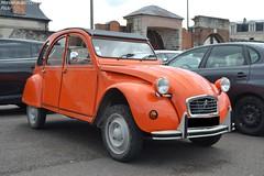 Citroën 2cv (Monde-Auto Passion Photos) Tags: voiture vehicule auto automobile citroën 2cv deuche deudeuche ancienne classique orange france fontainebleau collection légende