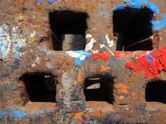 IMG_2160_Kopie (fritzenalg) Tags: farbreste peelingpaint farbklecks abblätterndefarbe verfall abstrackt abstract detail rost rust rusty eisen metall oxidation