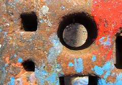 IMG_2162_Kopie (fritzenalg) Tags: farbreste peelingpaint farbklecks abblätterndefarbe verfall abstrackt abstract detail rost rust rusty eisen metall oxidation