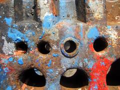 IMG_2161_Kopie (fritzenalg) Tags: farbreste peelingpaint farbklecks abblätterndefarbe verfall abstrackt abstract detail rost rust rusty eisen metall oxidation