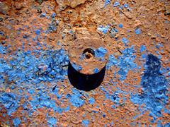 IMG_2155_Kopie (fritzenalg) Tags: farbreste peelingpaint farbklecks abblätterndefarbe verfall abstrackt abstract detail rost rust rusty eisen metall oxidation
