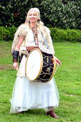 Die Musikerin (Axel Khan) Tags: musikerin hübsch frau schön attraktive kostüm fantasie fasching karneval musik tanz mittelalter musician pretty woman beautiful attractive costume fantasy carnival music dance middleages