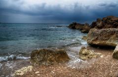 Llega la lluvia (candi...) Tags: rocas playa cielo nubes nublado montaña olas sonya77ii naturaleza nature airelibre piedras