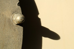 Imagine! (gripspix (On D-Tox!)) Tags: 20190810 ennahaponar14575mm homemadetiltshiftbellows adaptedtocanonef test experiment fotospaziergang photowalk abstract abstrakt imagination vorstellungskraft shadowplay schattenspiel