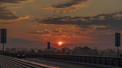 Amanecer en Zagreb (José M. Arboleda) Tags: paisaje amanecer salidadelsol sol cielo nube carretera zagreb croacia canon eos 5d markiv ef24105mmf4lisusm josémarboledac