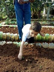 """Uma horta em minha escola – 2º Período • <a style=""""font-size:0.8em;"""" href=""""http://www.flickr.com/photos/134435427@N04/48530546681/"""" target=""""_blank"""">View on Flickr</a>"""