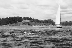 Remous devant Gavrinis, Morbihan (.urbanman.) Tags: gavrinis ile tumulus morbihan bretagne golfedumorbihan bateauàvoile remous