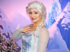Elsa (meeko_) Tags: frozen queen characters elsa snowqueen queenelsa world norway epcot florida disney waltdisneyworld walt themepark worldshowcase disneycharacters norwaypavilion royalsommerhus