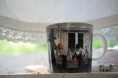 Muumitass (anuwintschalek) Tags: nikond7000 40mm micronikkor eesti estland estonia tallinn pääsküla nõmme suvi summer sommer 2019 july veranda kardin vorhang aken window fenster muumitass muminhäferl mumintasse moominmug moomincup ledge fensterbank muumi moomin mumin aknalaud windowsill