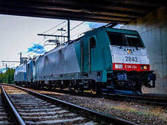 LINΞΛS 2842 & 186 456-0 @ Genk (Avinash Chotkan) Tags: railpool e186 lineas traxx trains belgium cobra hle28 cargo xpedys traction sky