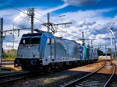 LINΞΛS 186 456-0 & 2842 @ Genk (Avinash Chotkan) Tags: railpool e186 lineas traxx trains belgium cobra hle28 cargo xpedys traction sky