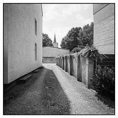 Marl, Garmannstraße (Christoph Schrief) Tags: marl bw film analog kirche sw developed 120 6x6 self mediumformat 150 rodinal 20° mittelformat 13min kodaktrix400400 fujigf670w garmannstrasse