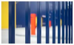 The colours of security (leo.roos) Tags: colo fence arty lijn crea abstra rangefinder a7 1953 darosa leidolf leoroos leidolflordomat lordonar5028 leidolfwetzlarlordonar12850 blue red yellow blauw denhaag geel rood thehague allsafe kerketuinen mrboxcom