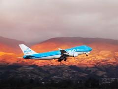 UnencantoalfinadeldíatakeoffRwy18#PH-CKB#KLMCargo#KLM#Martinair#Holland#Boeing#B747-406F#MPH6912#AeropuertoMariscalSucre#✌✈️ (tovedu) Tags: ph klmcargo klm martinair holland boeing b747 mph6912 aeropuertomariscalsucre