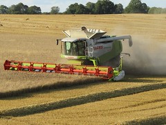 Claas Lexion Combine Harvester, Hard At Work Near Selby North Yorkshire (Gary Chatterton 7 million Views) Tags: claaslexion claasfarmmachinery combineharvester agriculture farming crops wheat straw dust field harvesting flickr canonpowershotsx430 photography