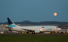 OO-TNQ Boeing 737, Edinburgh (wwshack) Tags: aslairlines airfreight aircargo b737 boeing boeing737 edi egph edinburgh edinburghairport moon scotland turnhouse ootnq