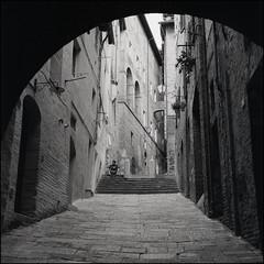Siena, Italy (Koprek) Tags: rolleiflex28f film 6x6 120 ilfordhp5 siena italy streetphotography stphotographia stphotography